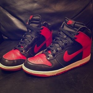 Nike hightop dunk red and black (rare shoe)